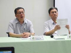左為營建署副署長許文龍,右為環保署綜計處長葉俊宏。