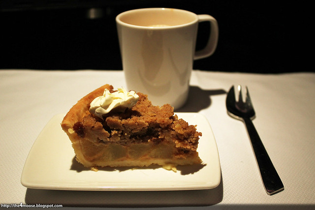 CX715 - Apple Crumble Pie with Clotted Cream