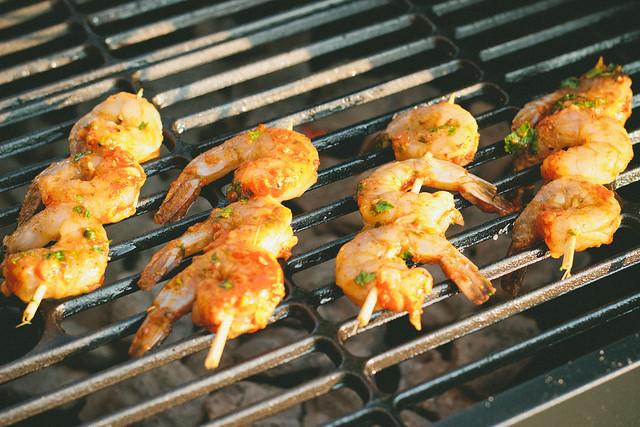 {citrus-chipotle shrimp skewers} via chevrons & éclairs