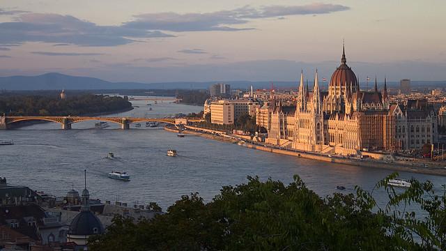 Vue sur le Parlement et le Danube depuis le Palais Royal