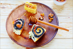 rolls with poppy seeds and honey