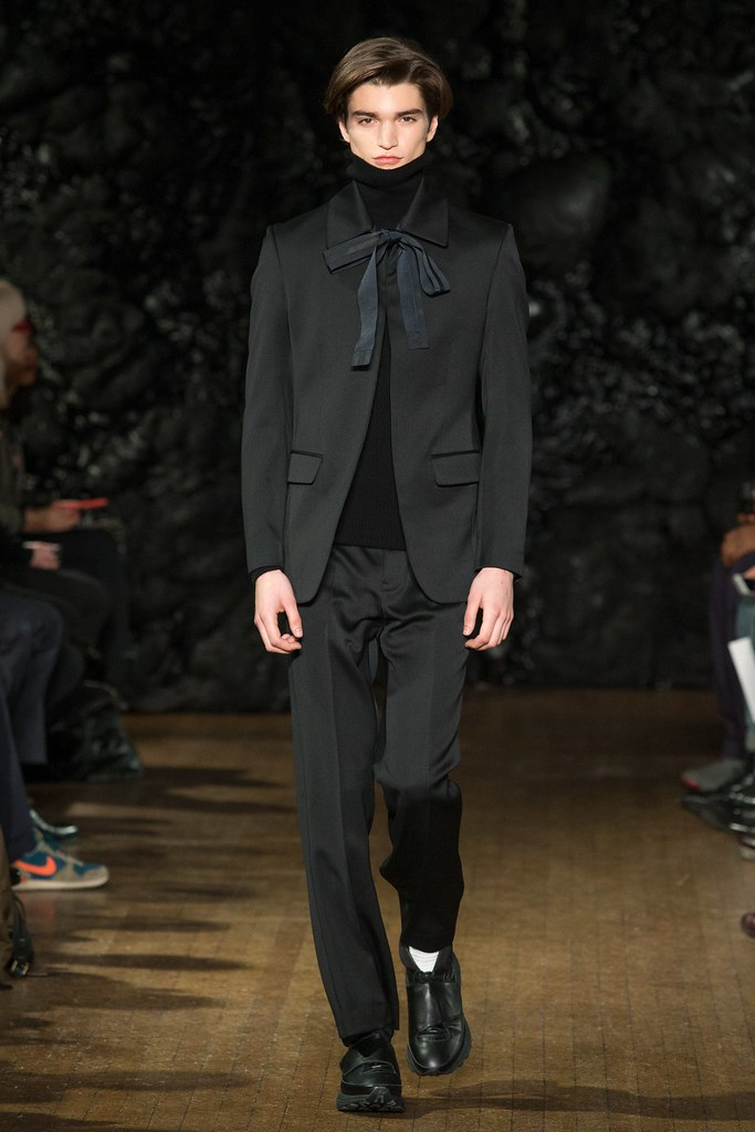 FW14 London Xander Zhou026_Alexander Ferrario(VOGUE)
