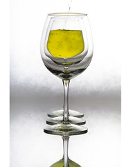 beer glass, wine glass, wine, drinkware, stemware, distilled beverage, tableware, glass, white wine, champagne stemware, drink, alcoholic beverage,