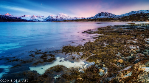 sunset nature water norway zeiss coast nikon d800 leefilters zf2 distagont2821 leeproglass06nd lee06hardgnd {vision}:{outdoor}=0983 {vision}:{mountain}=0553 {vision}:{sky}=0848 {vision}:{clouds}=0602