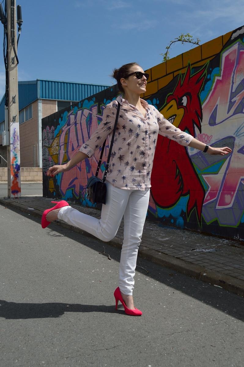 lara-vazquez-madlula-blog-style-pink-heels-white-look