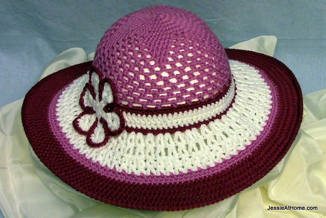 Be-A-Start-Child's-Sun-Hat-Free-Crochet-Pattern-Berroco-Comfort-DK