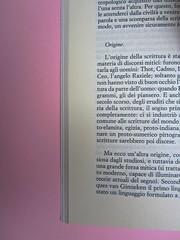 Roland Barthes, Variazioni sulla scrittura. Einaudi 1999. [Responsabilità grafica non indicata]. Titoli di parte del testo: rientrati, allineati al capoverso, in corsivo: pag. 22 : pag. 1 (part.), 1