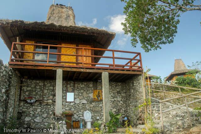 Indonesia - Sumba - Tarimbang - Peter's Magic Paradise - The bungalow and the open-air bathroom