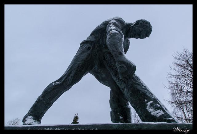 Laponia Rovaniemi iglú cristal cena salmón kota - Escultura de hombre con martillo mecánico