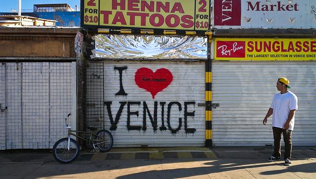 Henna Tattoo Venice Beach Ca : I heart venice graffiti at the henna tattoos place