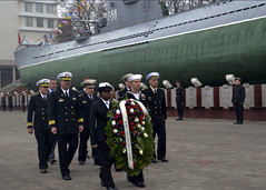 Russian and U.S. Navy Sailors present a wreath at the Russian Pacific Fleet Battle Fame Memorial in Vladivostok, Russia, May 9. (U.S. Navy Photo by Lt. Suzanne Ritter)