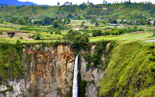 Siposo Piso Waterfall Medan, Indonesia