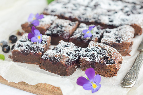 brownie with blackcurrants
