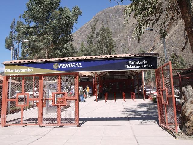 日, 2013-08-18 15:20 - Perurail駅切符売り場