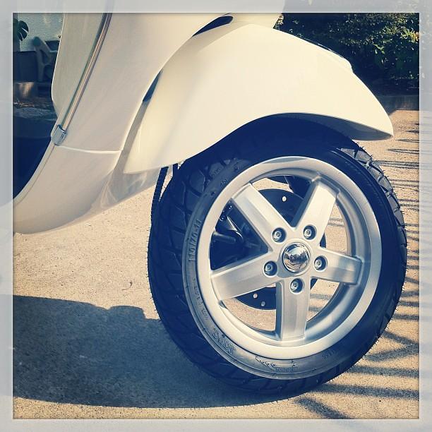 #Piaggio #Vespa LX125 3VのタイヤはSAVAのMC20 MONSUMってモデルだった。