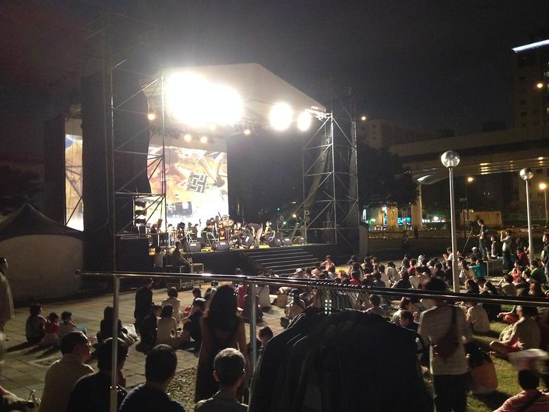 ホテル前の広場でコンサート by haruhiko_iyota