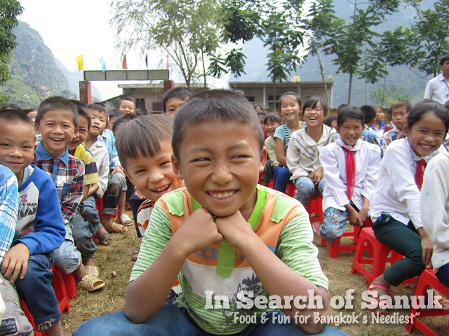 smiling kids in cao bang vietnam