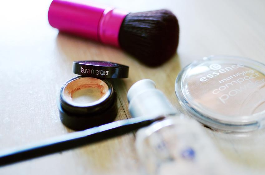 skin-makeup-pale-concealer a