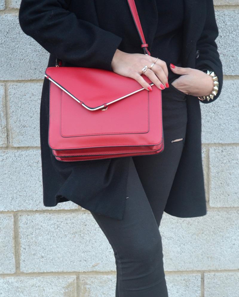 florencia blog total black look red boz bag print sneakers (2)
