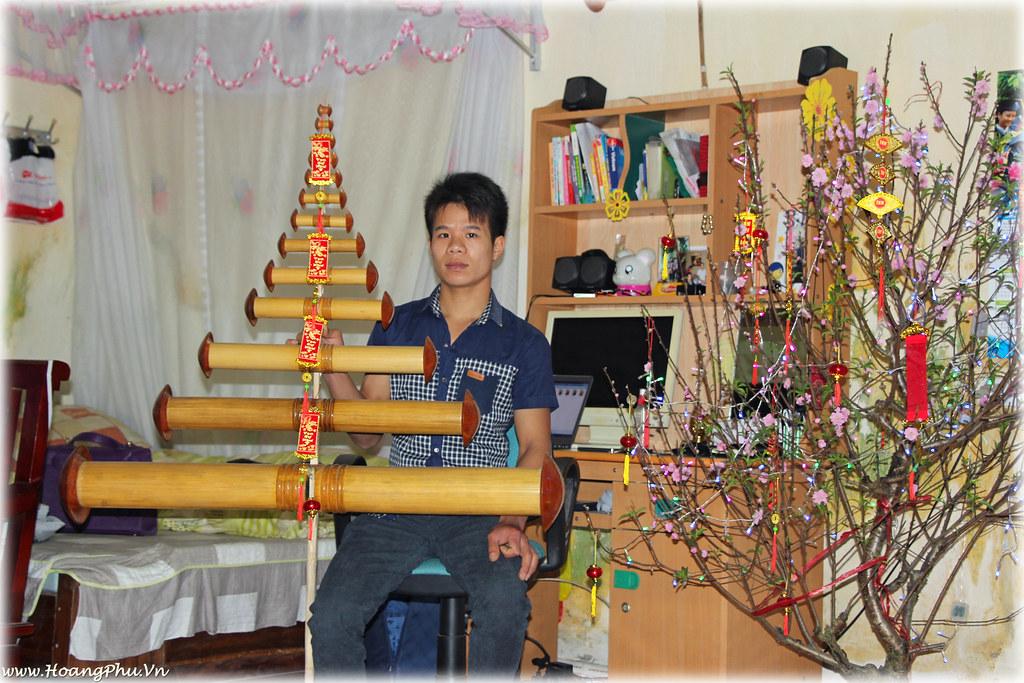 Hoàng Phú Việt và bộ sáo 13