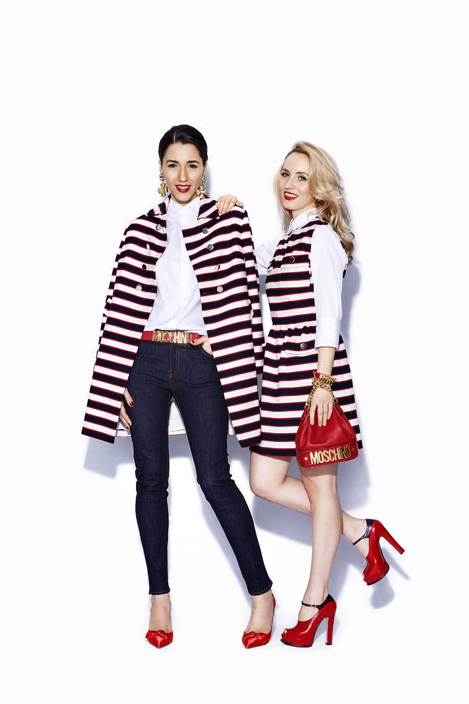 Consultant moda poarta haina Valentino cu dungi albe, negre si rosii, blugi si camasa Valentino, pantofi rosii cu toc casadei, pantofi rosii de dama musette, cercei escada, geanta si curea rosie Moschino,