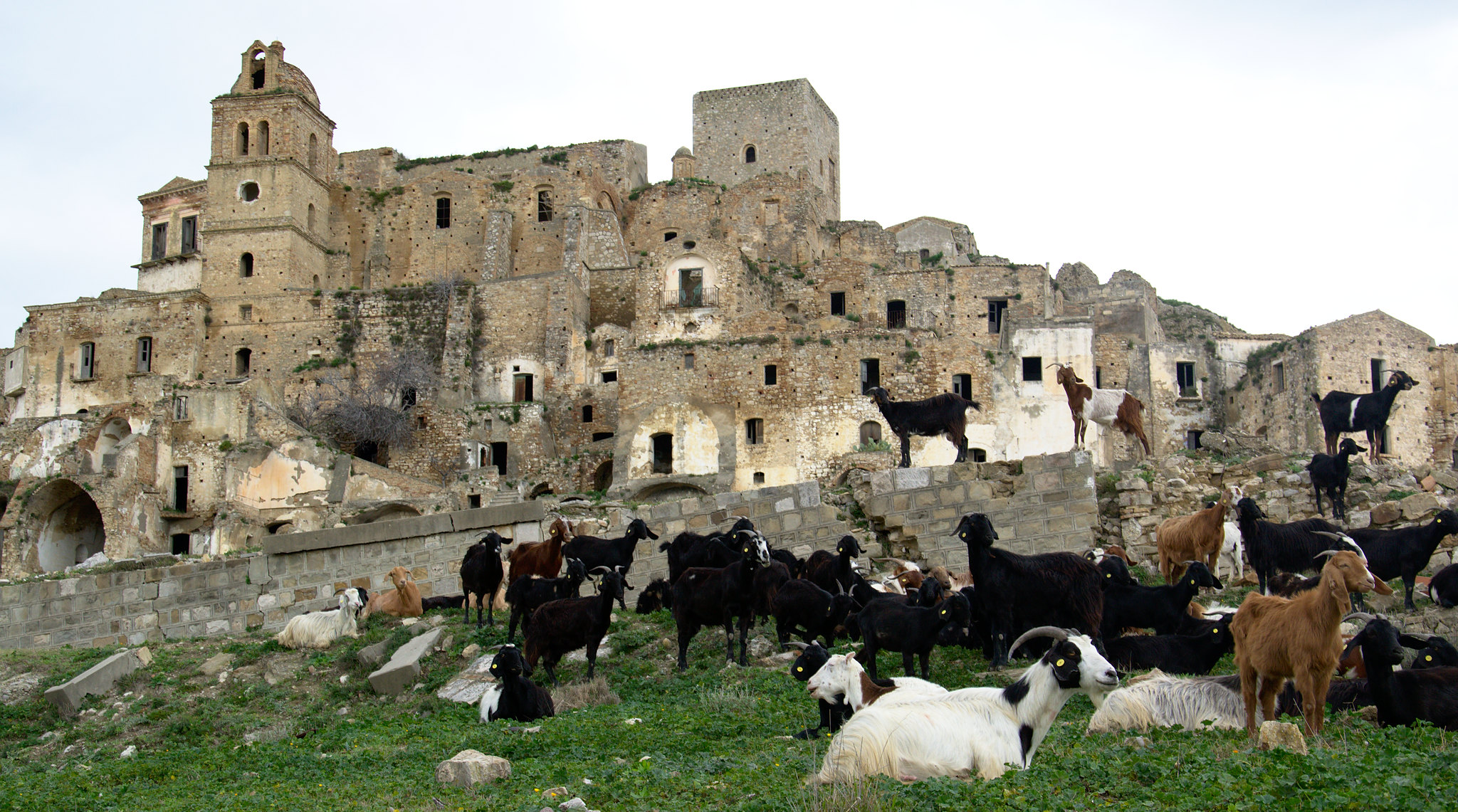 craco_ghost_town_southern_italy
