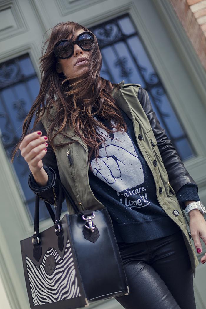 street style barbara crespo dear tee sweatshirt military hake jacket gcr bag fashion blogger outfit blog de moda