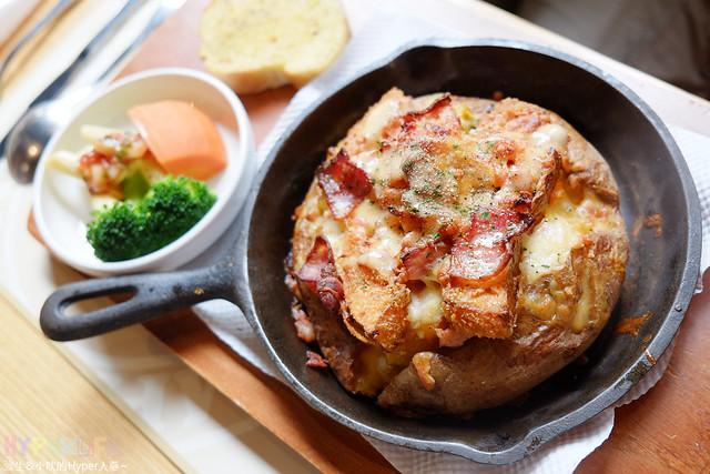 16192930488 307a8a398a z - 南瓜屋魔女露露的廚房 - 環境非常棒的台中勤美草悟道旁義式餐廳