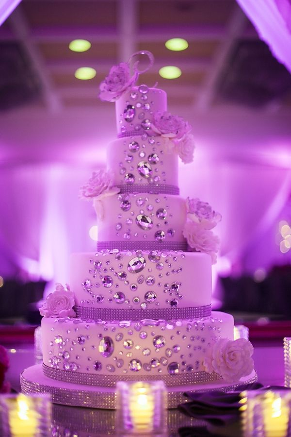 Majestic wedding cake | photo -  Rhphotoarts