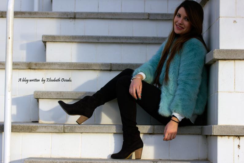 abrigo de pelo azul ZARA con jeans y botines MARYPAZ de tacón HEELSANDROSES (14)