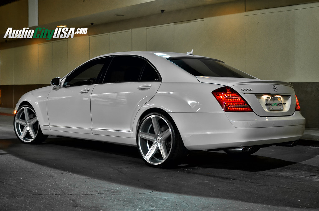 Mercedes benz s 550 on 22 giovanna dramuno 5 silver for 24 inch mercedes benz rims