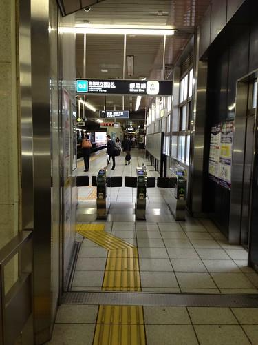 銀座線の改札 by haruhiko_iyota