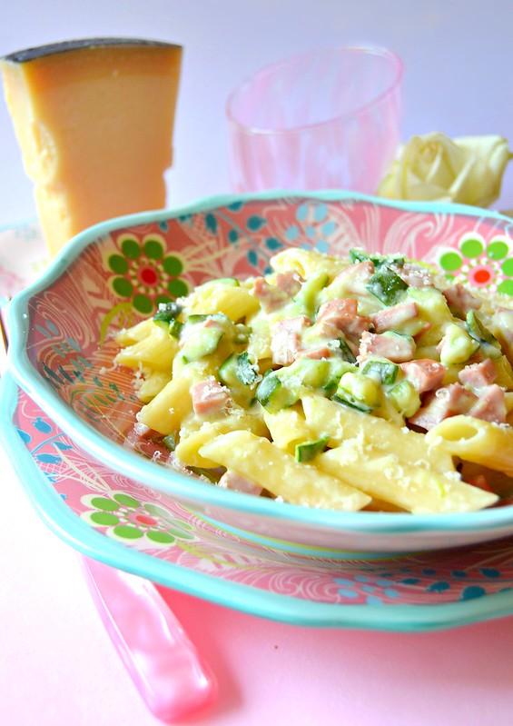 Penne con wurstel zucchine e yogurt greco da dolci a go for Cucinare yogurt greco