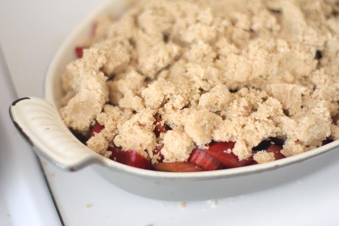 rhubarb-crisp-2