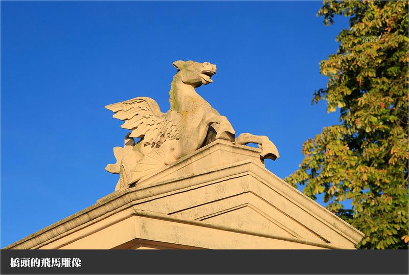 橋頭的飛馬雕像