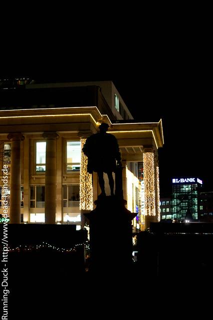 Schatten seiner Statue