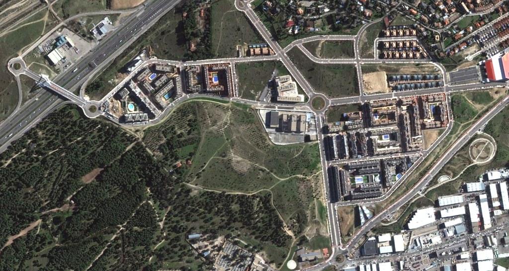 las rozas, dehesa de navalcarbón, las rozas de madrid, madrid, incluye uno de los puentes más estúpidos del país, después, urbanismo, planeamiento, urbano, desastre, urbanístico, construcción, rotondas, carretera