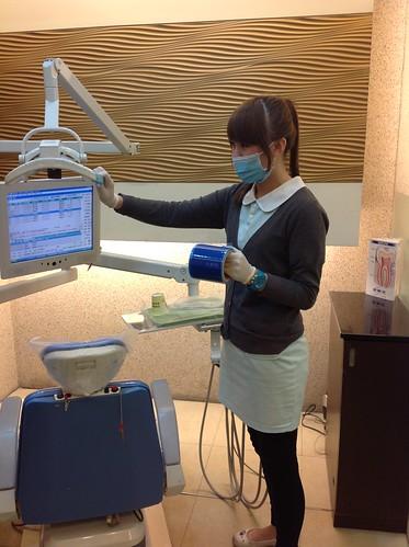 黃經理牙醫診所護士進行感染控制0577