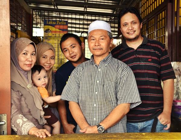 Manjoi Laksa Perlis Family