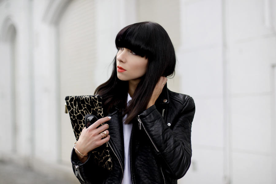 Black and White clear clean French Frenchie outfit OOTD styling leather biker animal clutch Sacha x Fashionchick summer heels fashionblogger Berlin German blogger Ricarda Schernus 6