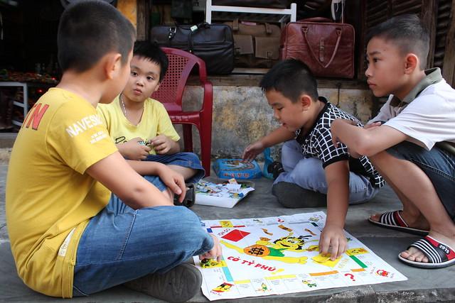 20140315_2258-Hoi-An-boys-game