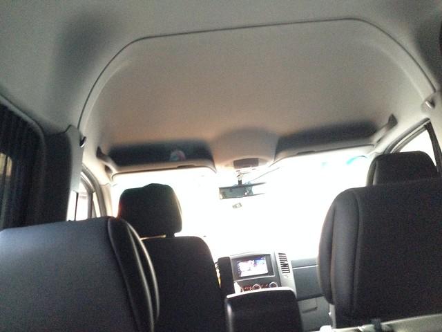 多扶大巴,從我座位往前看的樣子,我前面拍到兩個頭枕XD,再更前面是司機與副駕的座位