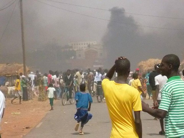 Dozens injured in Sunday's riot in the town of #Kaedi #Mauritania. Photo via D. Camara and Saidou Wane