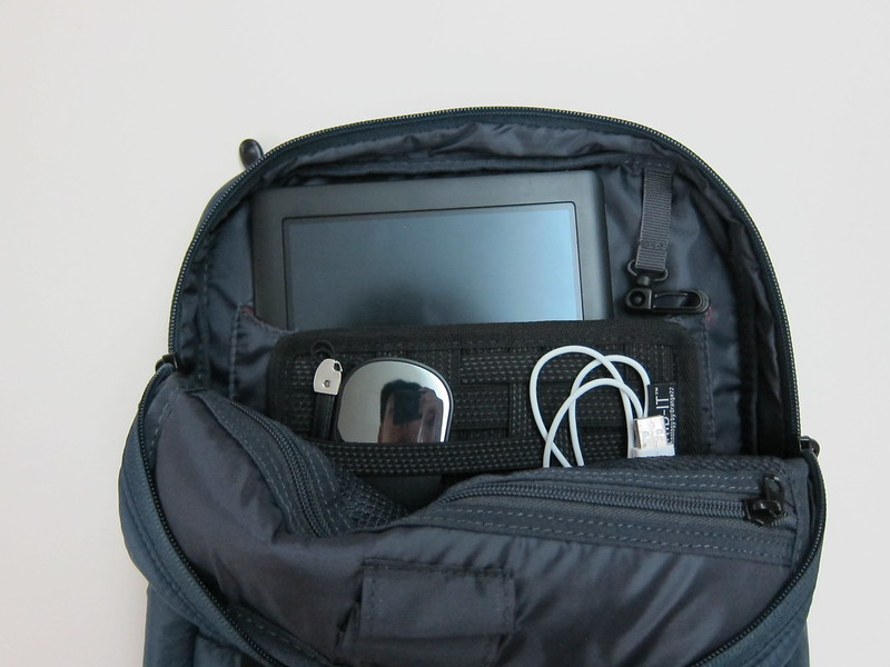 Bag Main Compartment - With Nook HD+ Tablet & Cocoon Grid-It