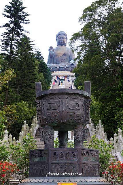 tian tan big buddha picture from below