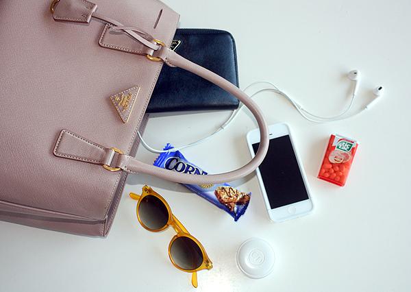 prada bag, prada, sunglasses, prada wallet, in my bag, תיק פראדה, ארנק פראדה, בלוג אופנה, בלוגרית אופנה