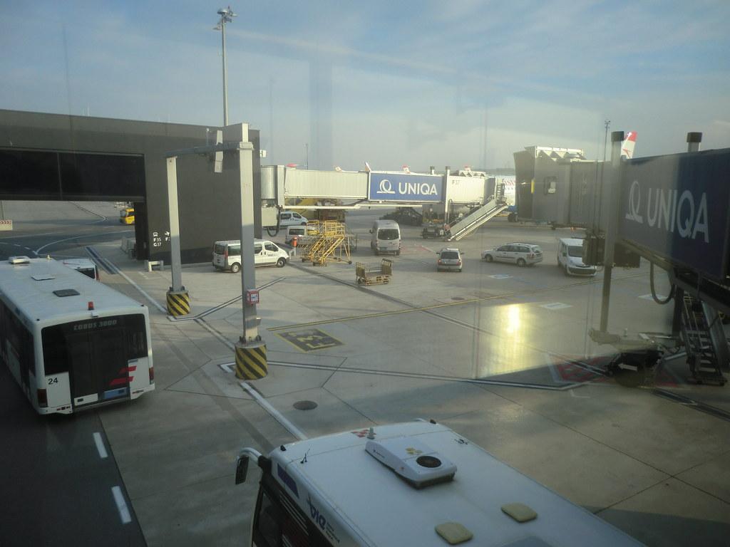 Flughafen Wien Abflug Nach Kölnbonn F33 Bonn Truck Flickr