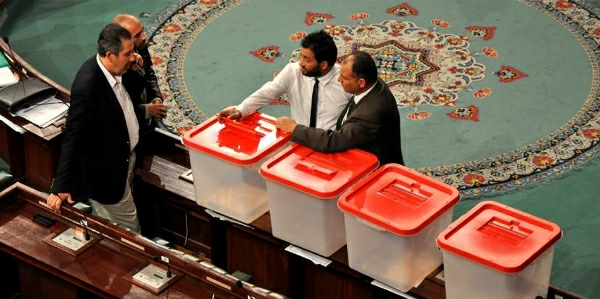 Assembly Adopts Four Constitution Articles, Elects Election Board Chief