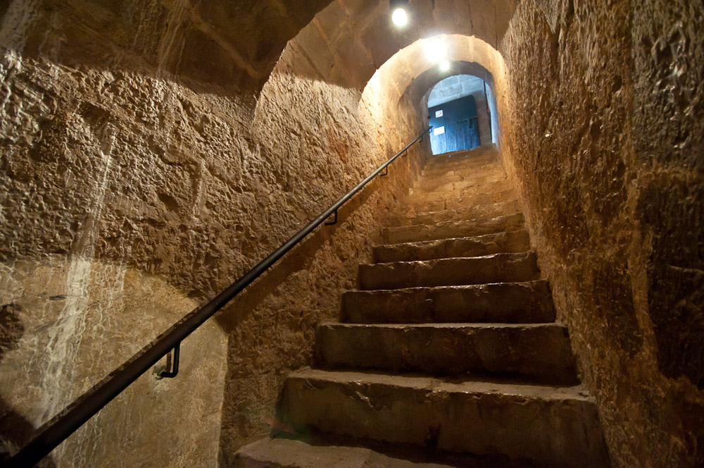 2. Bajando a los calabozos del castillo de Peñíscola. Autor, Jexweber.fotos