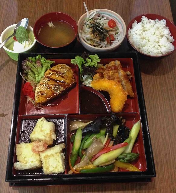 bespoke_sunshine_plaza_mixed_vegetarian_meat_bento_set